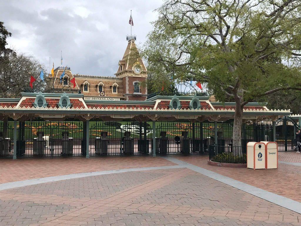 Disneyland Close Historic Calif Bungalow 9: Disneyland Closed: A History Of Unplanned Closures