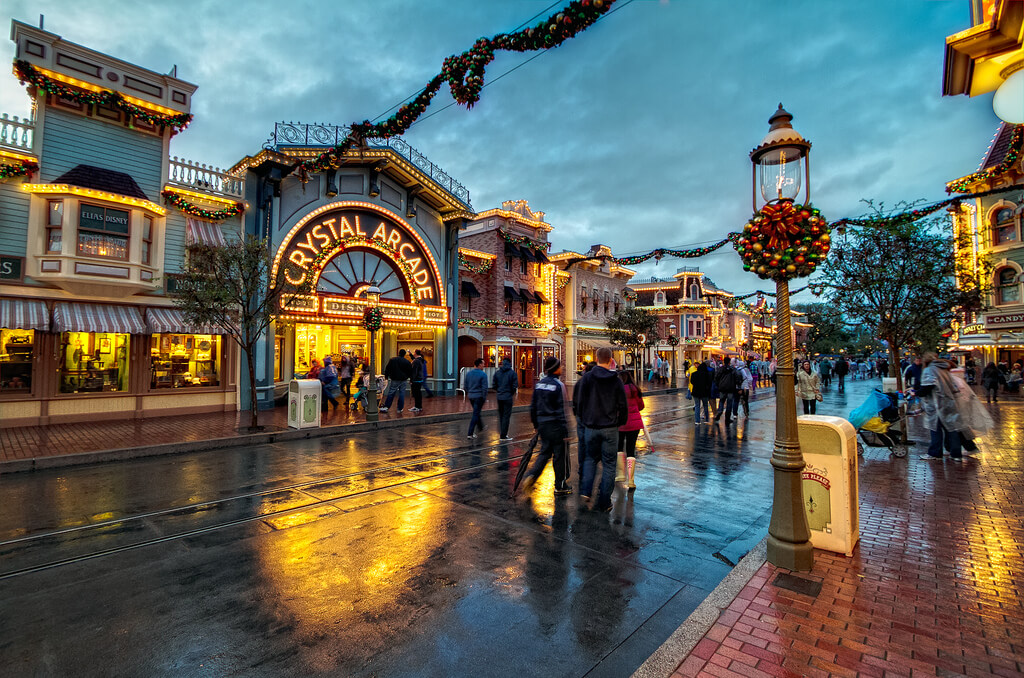 Disneyland During Christmas Time.Disneyland In December Best Worst Days To Go Is It
