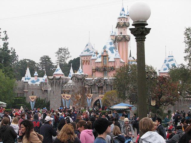 disneyland crowds in january  u2013 is it packed   u2013 real