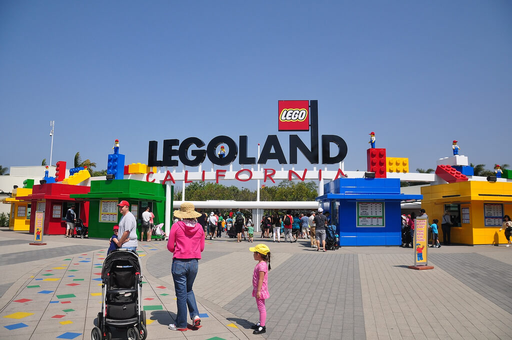Legoland California Is It Packed Real Time Crowd